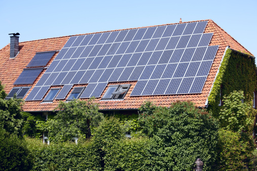 Solar Energy「Roof of farmhouse with solar panels (XXXL)」:スマホ壁紙(17)