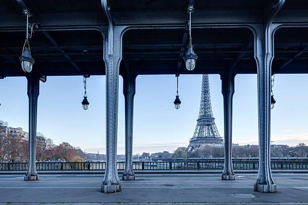 Pont Bir Hakeim and the Eiffel Tower in Paris:スマホ壁紙(壁紙.com)