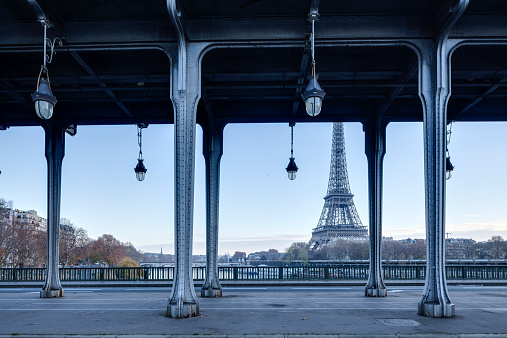 Famous Place「Pont Bir Hakeim and the Eiffel Tower in Paris」:スマホ壁紙(12)