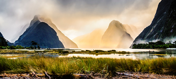 National Park「Milford Sound mist at sunset, South Island, New Zealand」:スマホ壁紙(19)