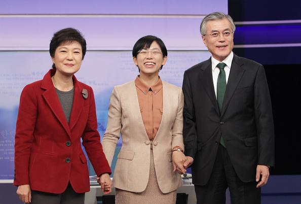 Chung Sung-Jun「South Korean Presidential Election Candidates Attend TV Debate」:写真・画像(2)[壁紙.com]