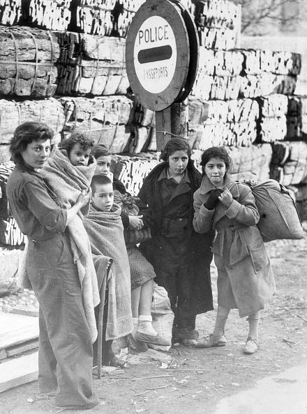 スペイン文化「Refugee Family」:写真・画像(10)[壁紙.com]