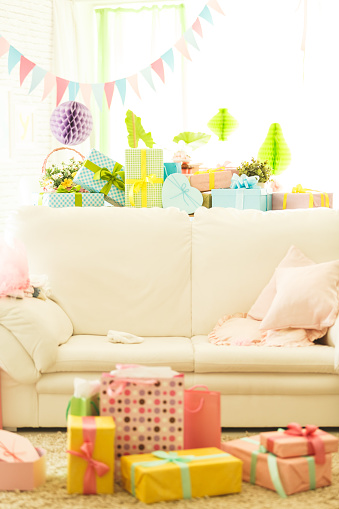 Baby Shower「Baby shower party decorations and gifts in living room」:スマホ壁紙(0)