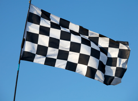 Finish Line「Black and white checkered flag flying against blue sky」:スマホ壁紙(17)