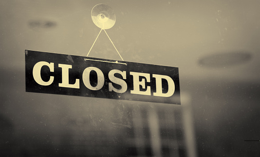 Going Out Of Business「Black and white closeup of a Closed sign hanging on a window」:スマホ壁紙(4)