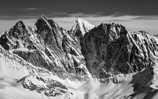 スノーボード「黒と白のスイス アルプスの風景」:スマホ壁紙(14)