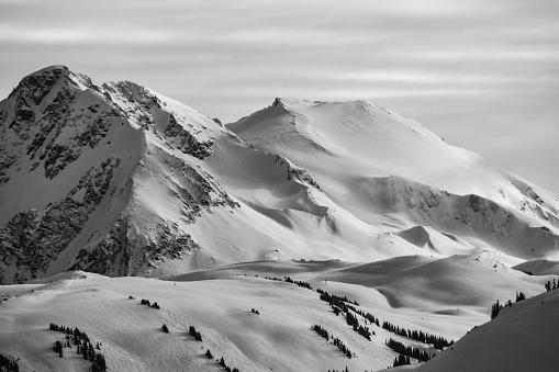 Steep「Black and White Winter Mountains」:スマホ壁紙(5)