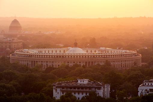 Delhi「India, Delhi, New Delhi, Parliament Building at sunset, pollution, smog」:スマホ壁紙(6)
