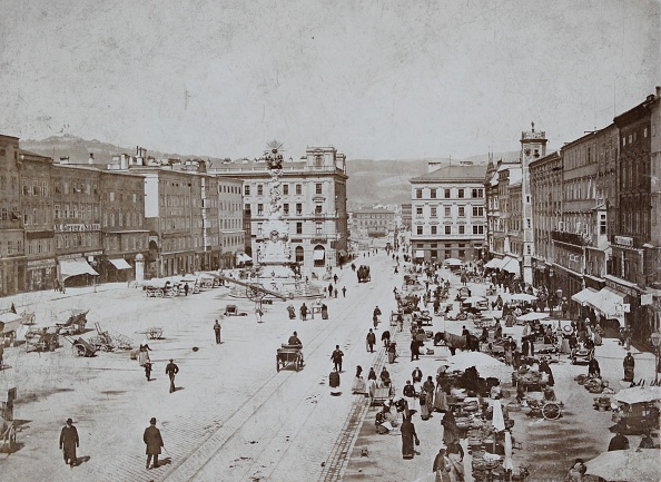 Austria「Linz: Main Square To The North. About 1895. Photograph By August Red / Linz. Photograph.」:写真・画像(12)[壁紙.com]