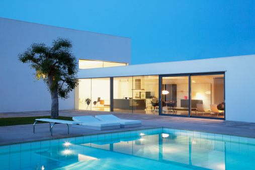 Lawn「Pool outside modern house at night」:スマホ壁紙(2)