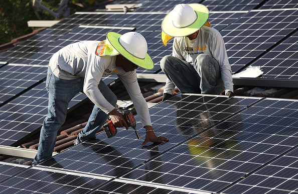 Installing「Trump Administration Imposes Tariffs On Imported Solar Panels」:写真・画像(0)[壁紙.com]