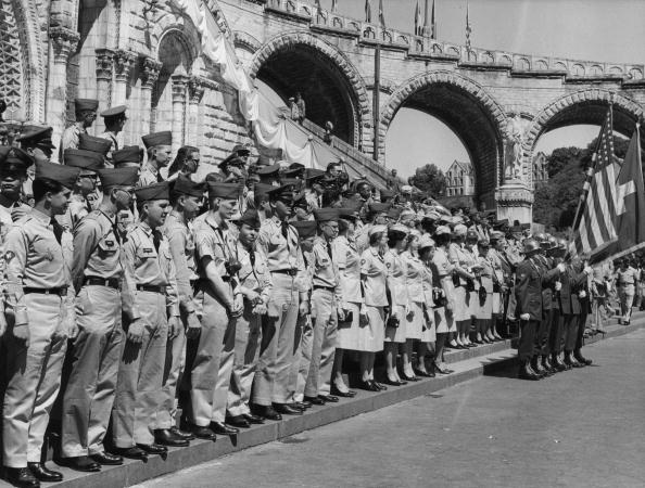Religion「Soldiers At Lourdes」:写真・画像(6)[壁紙.com]