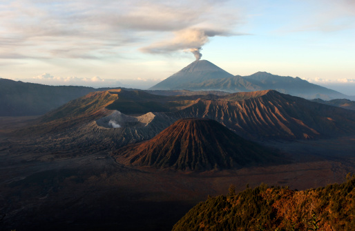 Steep「August 26, 2005 - Tengger caldera with erupting Semeru, Java Island, Indonesia.」:スマホ壁紙(18)