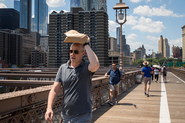 Heat - Temperature「New Yorkers Seek Relief As City Plunges Into Long Heat Wave」:写真・画像(9)[壁紙.com]