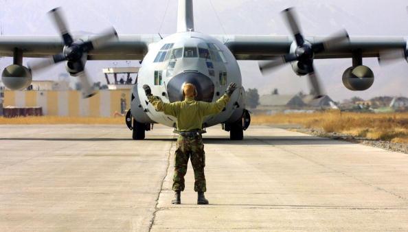 Landing - Touching Down「ISAF Troops In Kabul」:写真・画像(13)[壁紙.com]