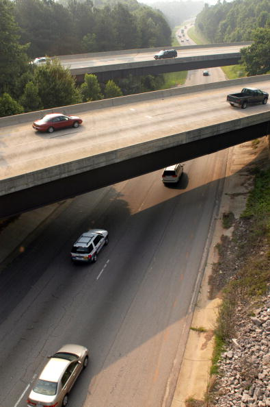 Overpass - Road「Fourth Of July Weekend Creates Crushing Holiday Traffic」:写真・画像(10)[壁紙.com]