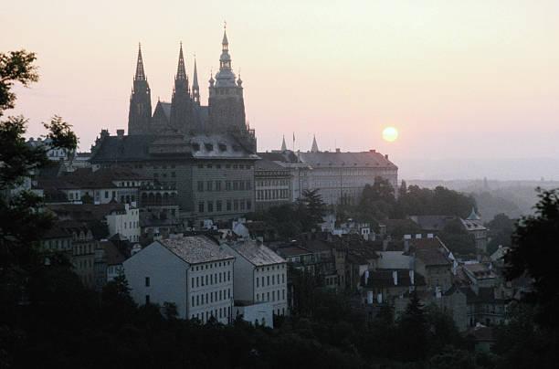 St. Vitus Cathedral and Sunrise, Prague:スマホ壁紙(壁紙.com)