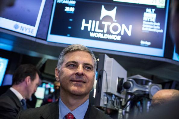 Andrew Burton「Hilton Begins Trading On New York Stock Exchange」:写真・画像(11)[壁紙.com]