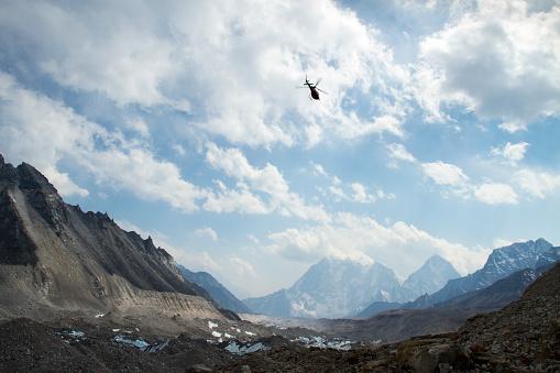 Khumbu Glacier「Helicopters in Mount Everest Region」:スマホ壁紙(12)