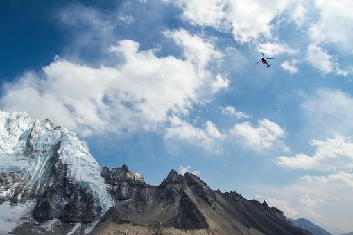 Khumbu Glacier「Helicopters in Mount Everest Region」:スマホ壁紙(14)