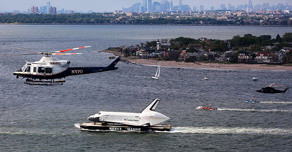 Michael Nagle「Space Shuttle Enterprise Carried By Barge To Intrepid Air And Space Museum」:写真・画像(11)[壁紙.com]