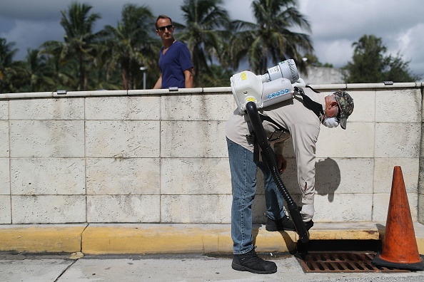 Spray「Miami Beach Sprays To Combat Zika Virus Carrying Mosquitoes」:写真・画像(12)[壁紙.com]