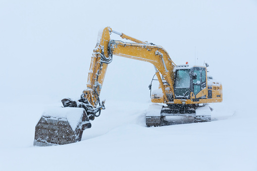 Construction Vehicle「Machinery covered in snow in Myvatn, Iceland」:スマホ壁紙(17)