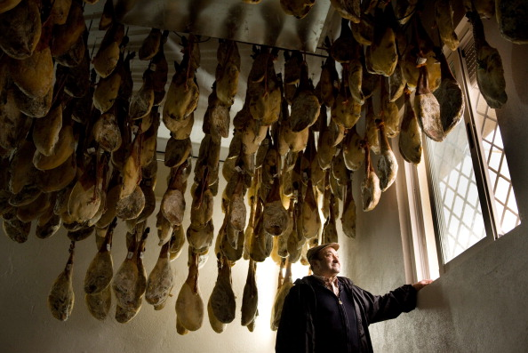 Owner「Spanish Jamon Iberico Industry Prepares For Busy Christmas Period」:写真・画像(14)[壁紙.com]