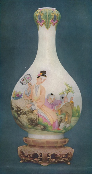 Vase「Vase Of Finest Enamelled Porcelain Chien Lung Period」:写真・画像(10)[壁紙.com]
