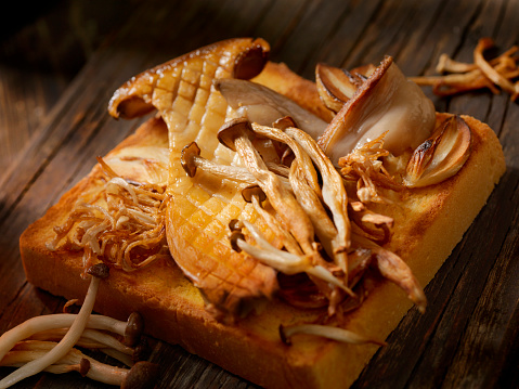 ヒラタケ「ソテーしたマッシュルームのせトースト」:スマホ壁紙(4)