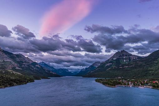 満ちていく月「Twilight clouds over Waterton Lake, Canada.」:スマホ壁紙(13)