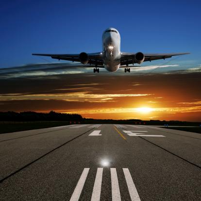 Approaching「XL jet airplane landing at sunset」:スマホ壁紙(11)