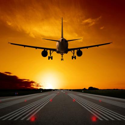 Airplane「XL jet airplane landing at sunset」:スマホ壁紙(1)
