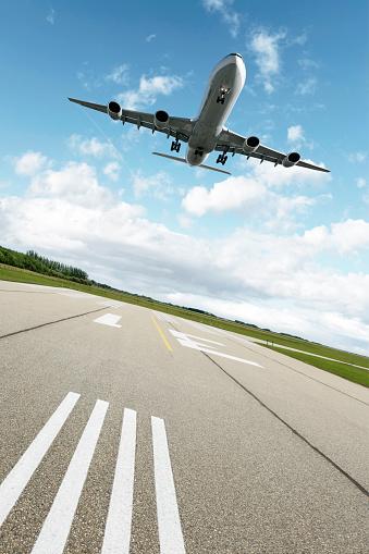 Approaching「XXL jet airplane landing」:スマホ壁紙(1)