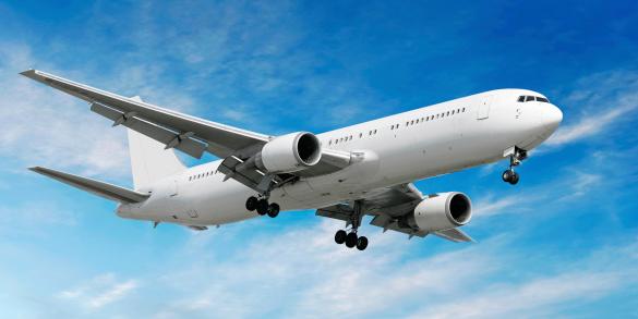 飛行機「ジェットで明るい空から着陸する飛行機」:スマホ壁紙(9)
