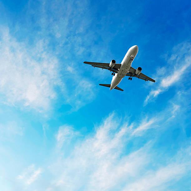 XL jet airplane landing in bright sky:スマホ壁紙(壁紙.com)