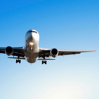 Approaching「jet airplane landing in clear blue sky」:スマホ壁紙(7)