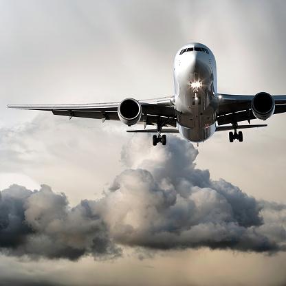 Approaching「jet airplane landing in storm」:スマホ壁紙(15)