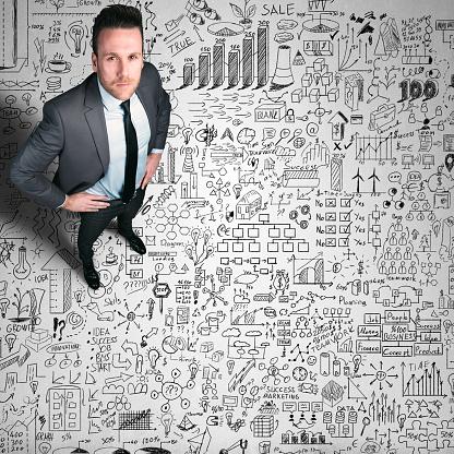 カメラ目線「ビジネスの男性彼の計画に」:スマホ壁紙(14)