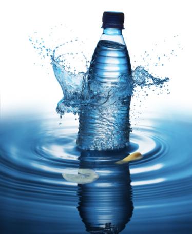 Wave「水遊びのボトル入りウォーター」:スマホ壁紙(1)