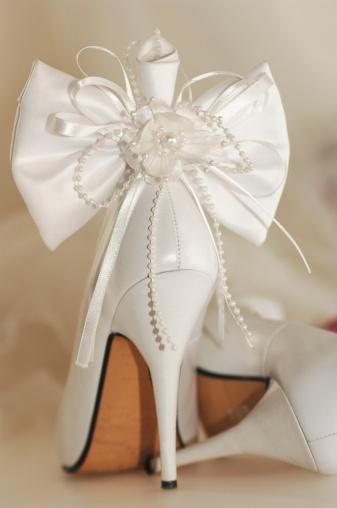 ペア「Bridal shoe tied with ribbon, close-up」:スマホ壁紙(19)