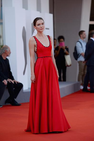 Hannah Gross「The Mountain Red Carpet Arrivals - 75th Venice Film Festival」:写真・画像(6)[壁紙.com]