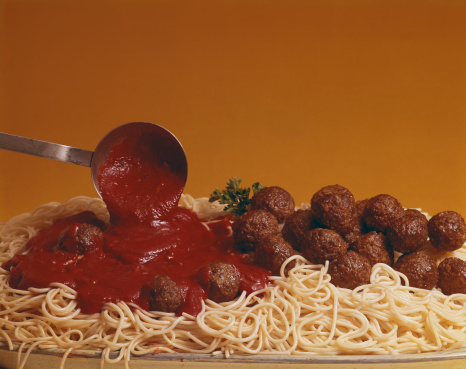 Ladle「Pouring tomato sauce on meatballs and spaghetti, close-up」:スマホ壁紙(14)