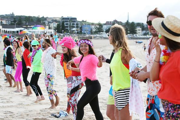 Lisa Maree Williams「Surfers Gather To Raise Awareness Of Mental Health」:写真・画像(9)[壁紙.com]