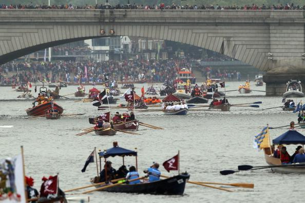 In A Row「Diamond Jubilee - Thames River Pageant」:写真・画像(17)[壁紙.com]