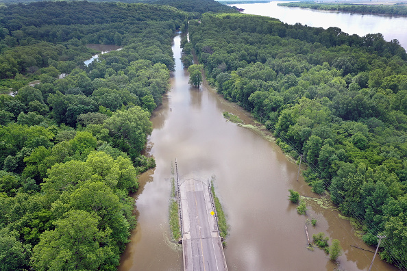 Illinois「Midwest Rivers Reach Major Flood Stage At Historic Levels」:写真・画像(8)[壁紙.com]