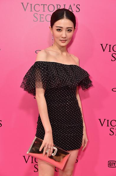 クラッチバッグ「2017 Victoria's Secret Fashion Show In Shanghai - Pink Carpet Arrivals」:写真・画像(11)[壁紙.com]