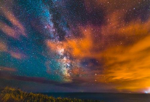 Emerald Green「Milky Way rising over Dorset's Jurassic Coast.」:スマホ壁紙(9)