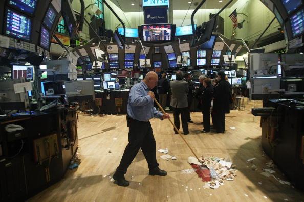 閉める「Dow Drops Over 200 Points」:写真・画像(2)[壁紙.com]