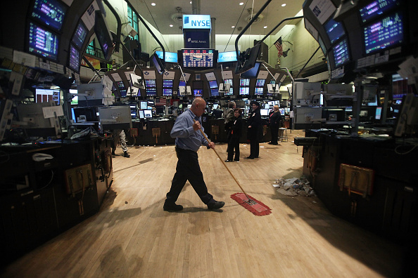 Sweeping「Dow Drops Over 200 Points」:写真・画像(1)[壁紙.com]